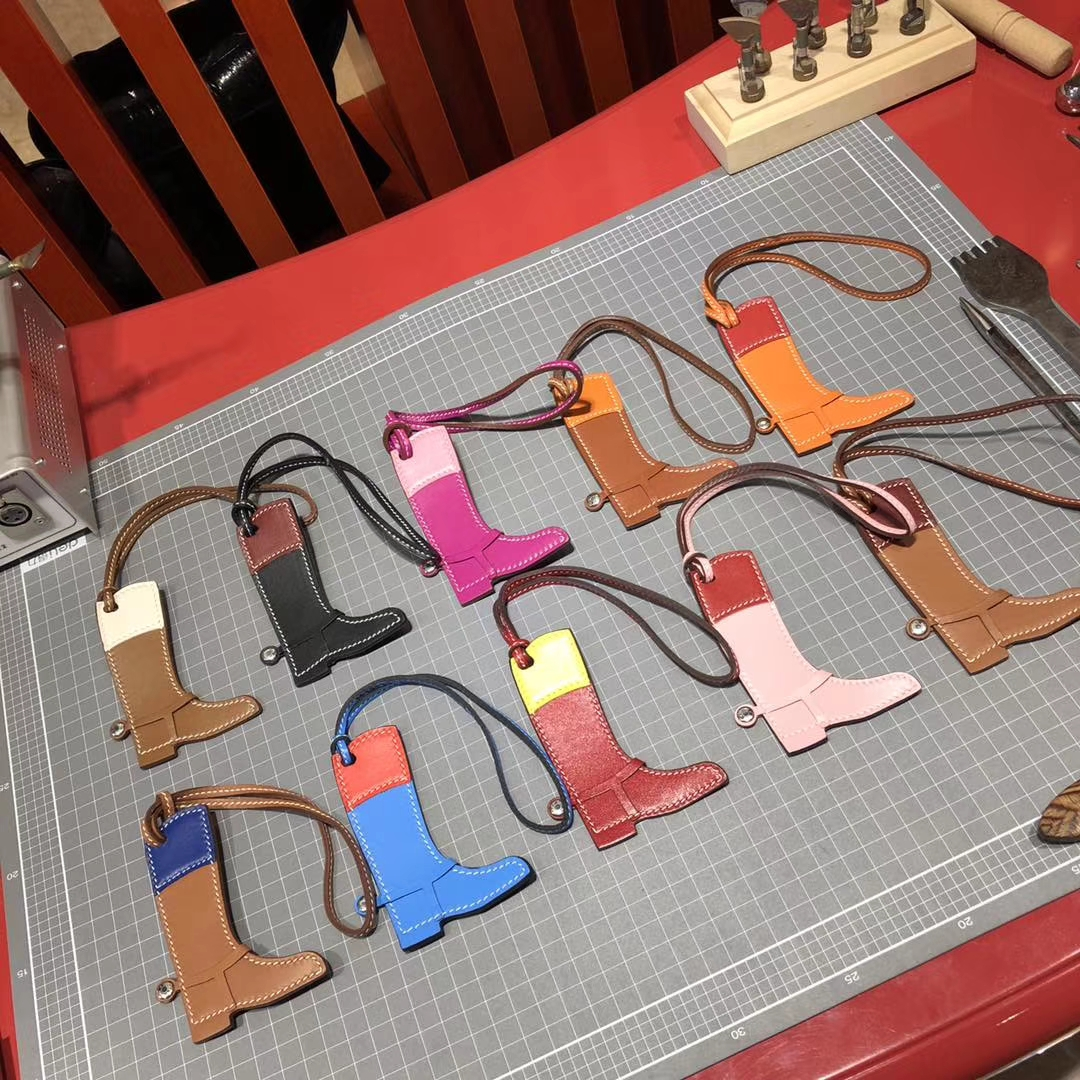 Hermes新到挂件 爱马仕多色顶级Epsom手掌纹牛皮手工缝制靴子挂饰