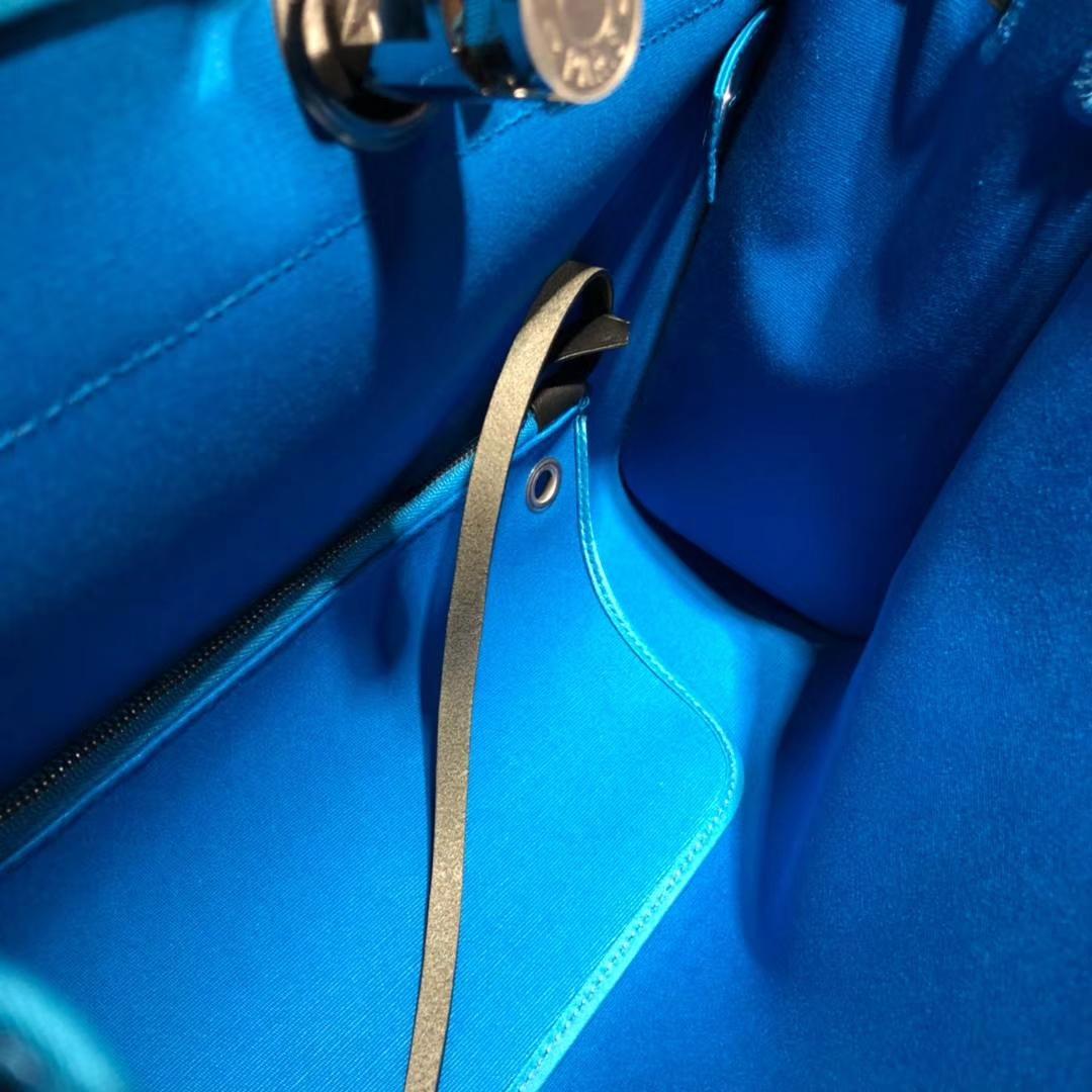 爱马仕新款包包 Hermes Herbag 黑色马鞭皮拼希腊蓝帆布休闲手提包 31cm
