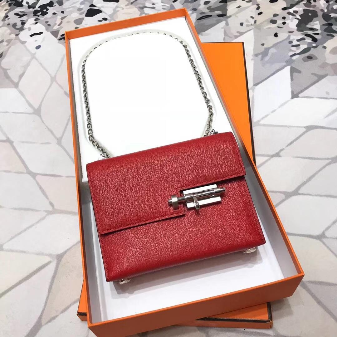 爱马仕女包批发 Hermes Verrou18CM 中国红羊皮蜡线缝制手枪包链条包