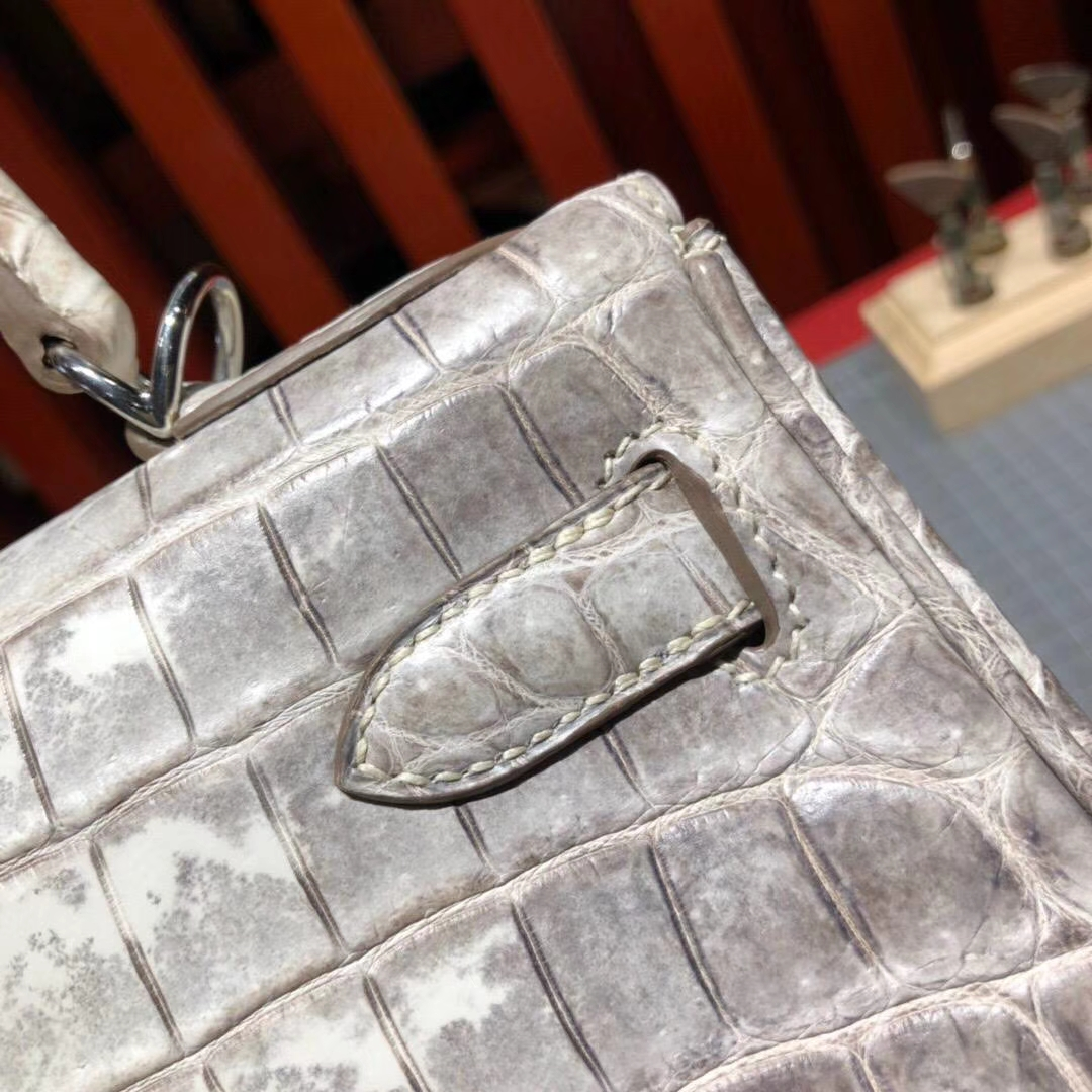 爱马仕凯莉包价格 Hermes Kelly28CM 喜马拉雅色亚光鳄鱼皮 银扣