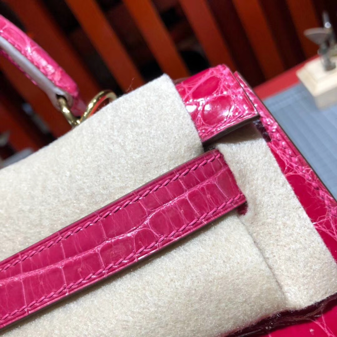 爱马仕Kelly包包 Hermes极度紫亮光尼罗鳄鱼皮凯莉包28CM 金扣
