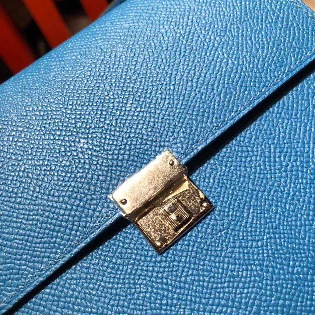 爱马仕包包价格 Hermes Clic16CM 坦桑尼亚蓝进口掌纹牛皮斜挎女包 银扣