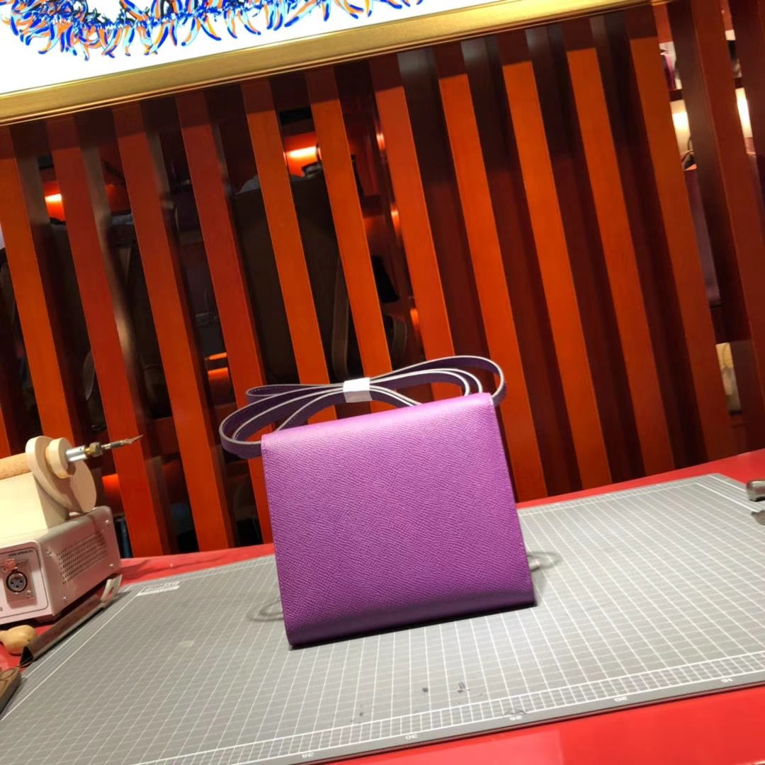 Hermes包包官网 爱马仕进口掌纹牛皮Clic斜挎女包 海葵紫 银扣