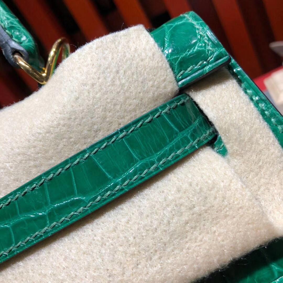 Hermes包包批发 爱马仕翡翠绿亮光尼罗鳄鱼皮Kelly28CM凯莉包 金扣