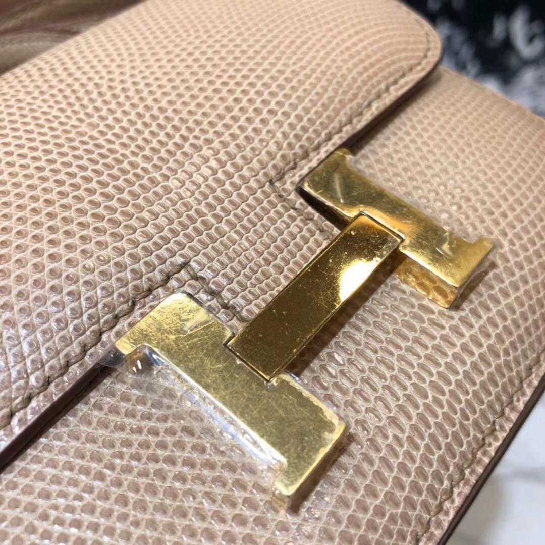 爱马仕空姐包价格 Hermes Constance19CM 杏色蜥蜴背皮康斯坦包 金扣