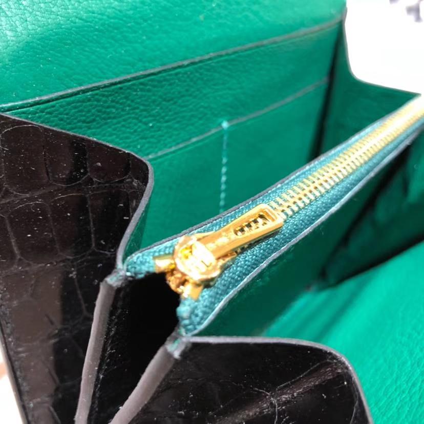 爱马仕康斯坦钱包 Hermes黑色鳄鱼皮拼丝绒绿内里Constance短款钱夹 金扣