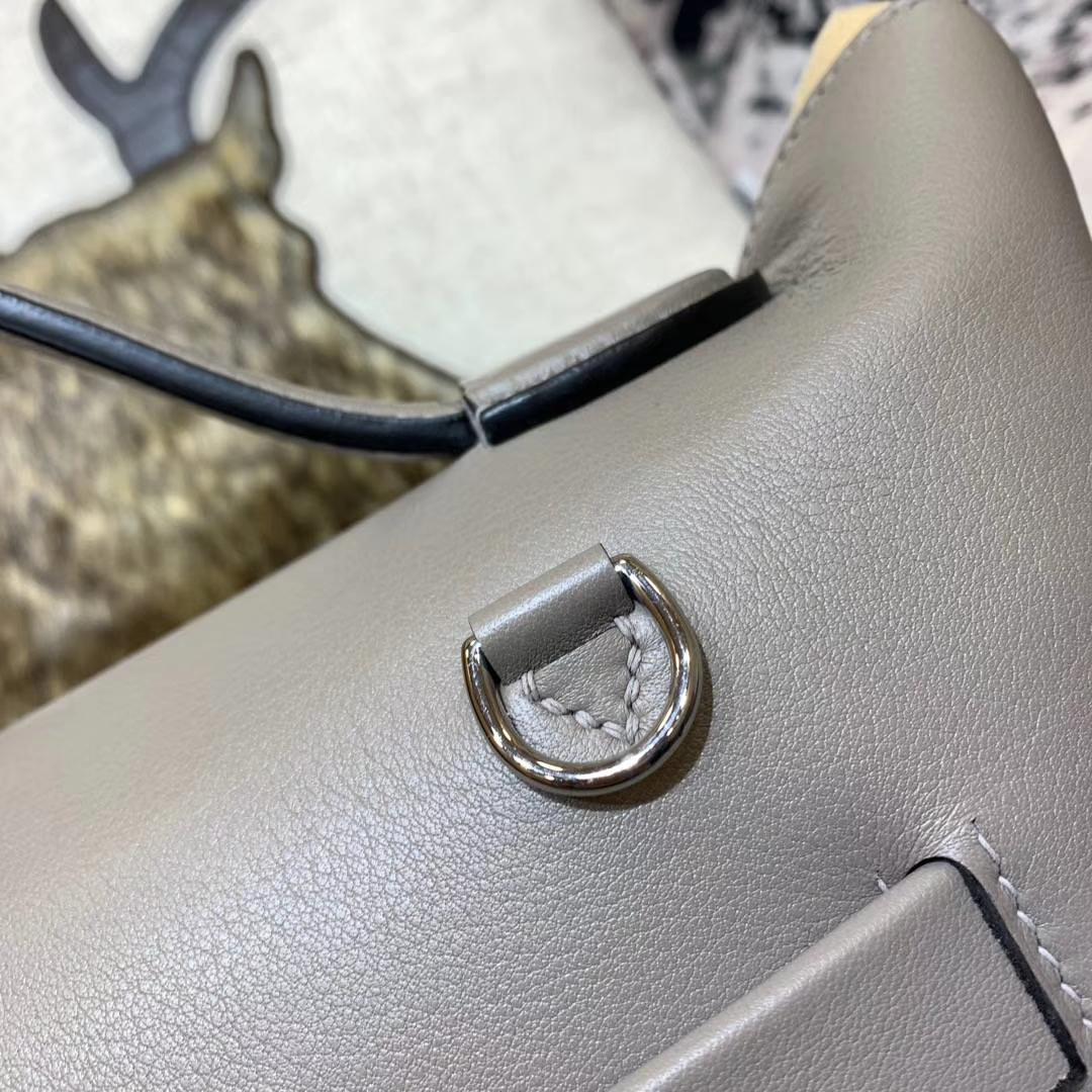 爱马仕女包价格 Hermes Kelly24-24 浅灰色Swift牛皮新款凯莉包 银扣
