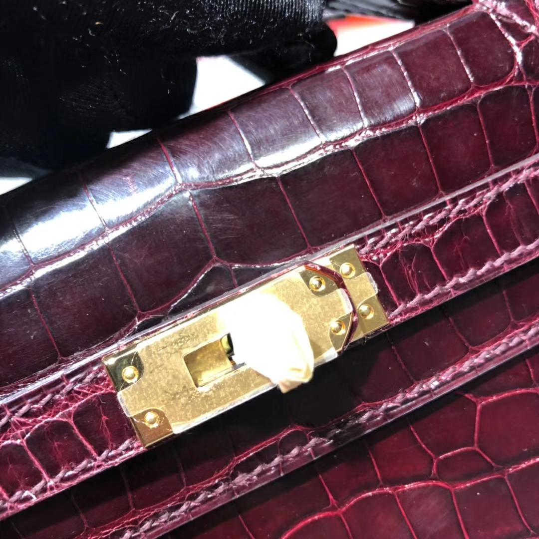 Hermes包包官网 爱马仕波尔多酒红美洲鳄鱼皮迷你凯莉包Minikelly22cm 金扣