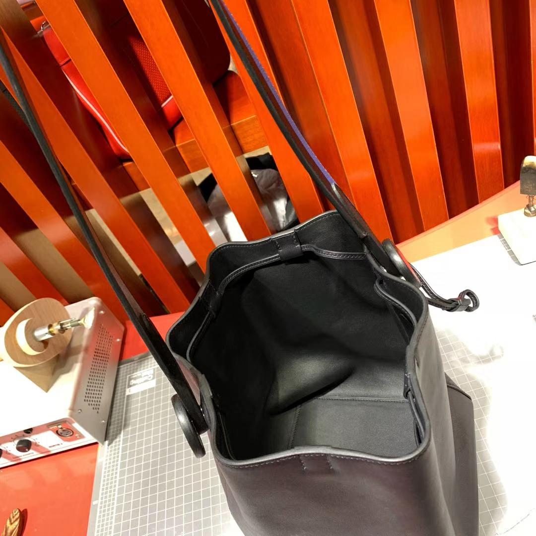 爱马仕19年早春新款水桶包 Hermes  Licol17CM 89黑色拼R2玛瑙蓝单肩女包