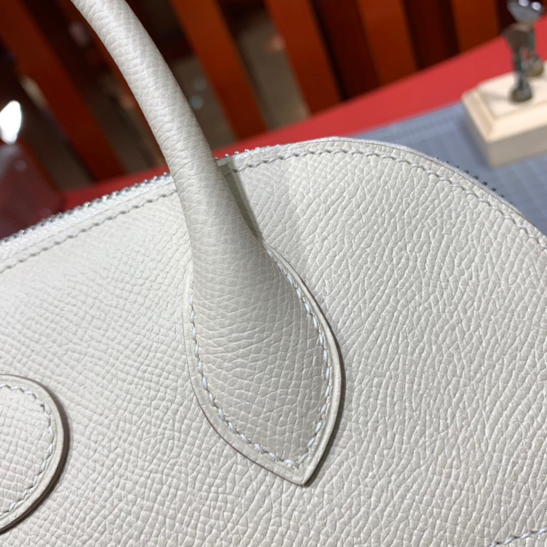 爱马仕女包价格 Hermes Bolide27CM 奶昔白进口掌纹牛皮保龄球包 银扣