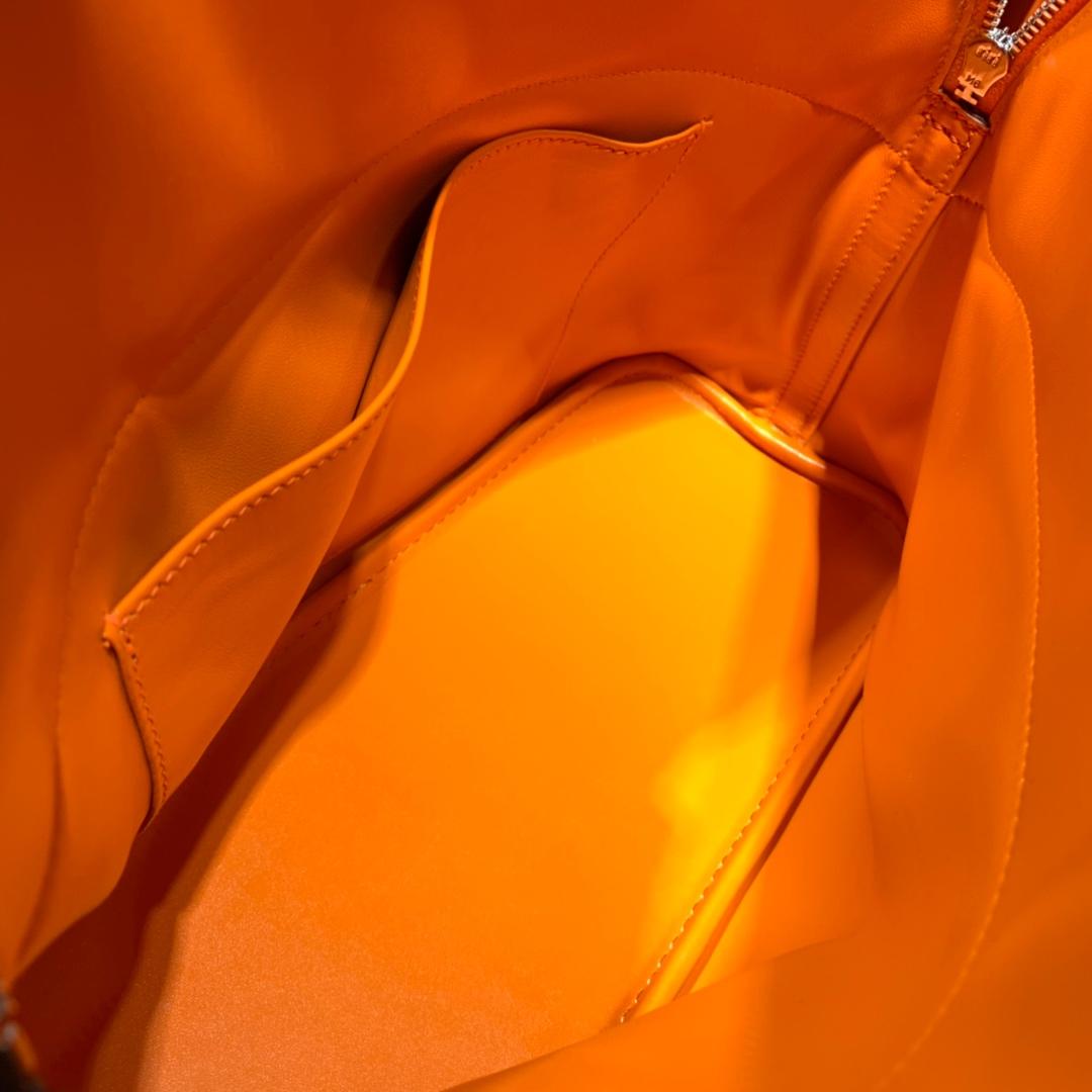 爱马仕女包价格 Hermes Bolide31CM 橙色进口荔枝纹牛皮保龄球包 银扣