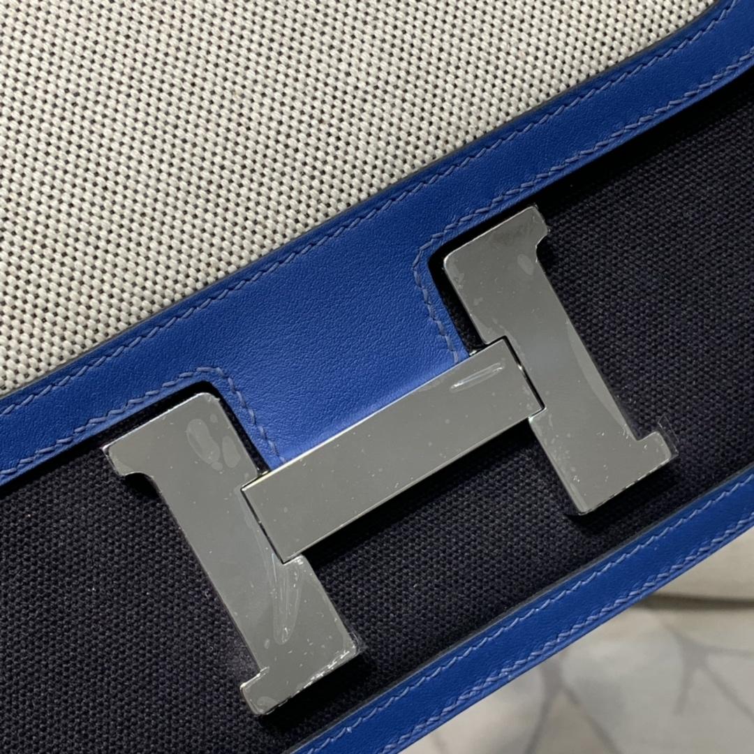 爱马仕拼色空姐包 Hermes Constance24CM 电光蓝拼帆布米白拼黑色 银扣