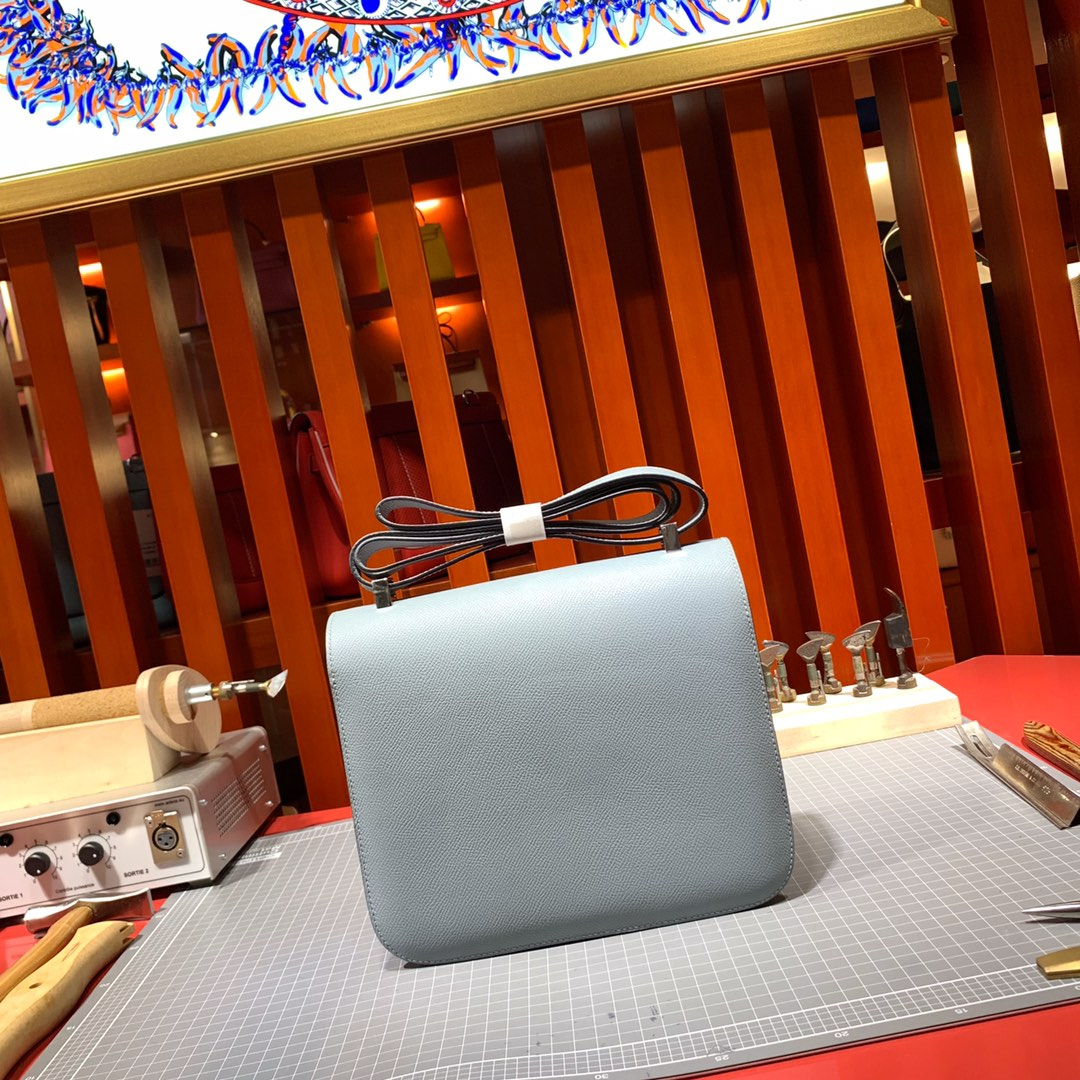 Hermes包包价格 爱马仕亚麻蓝进口Epsom牛皮空姐包斜挎包24CM 银扣