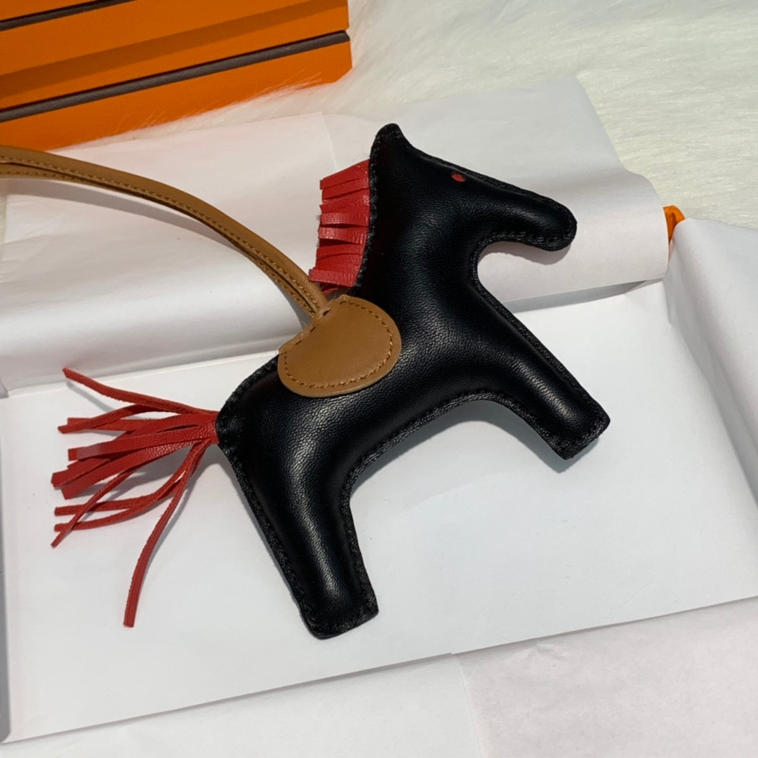 Hermes新款包包挂饰 爱马仕原厂绵羊皮手工缝制小马挂件 多色