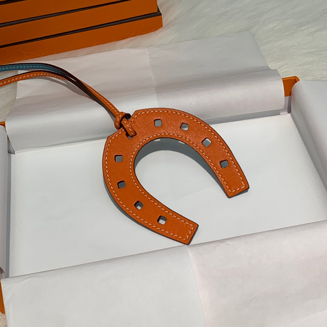 爱马仕挂件批发 Hermes多色原厂绵羊皮纯手工缝制包包马蹄挂件挂饰