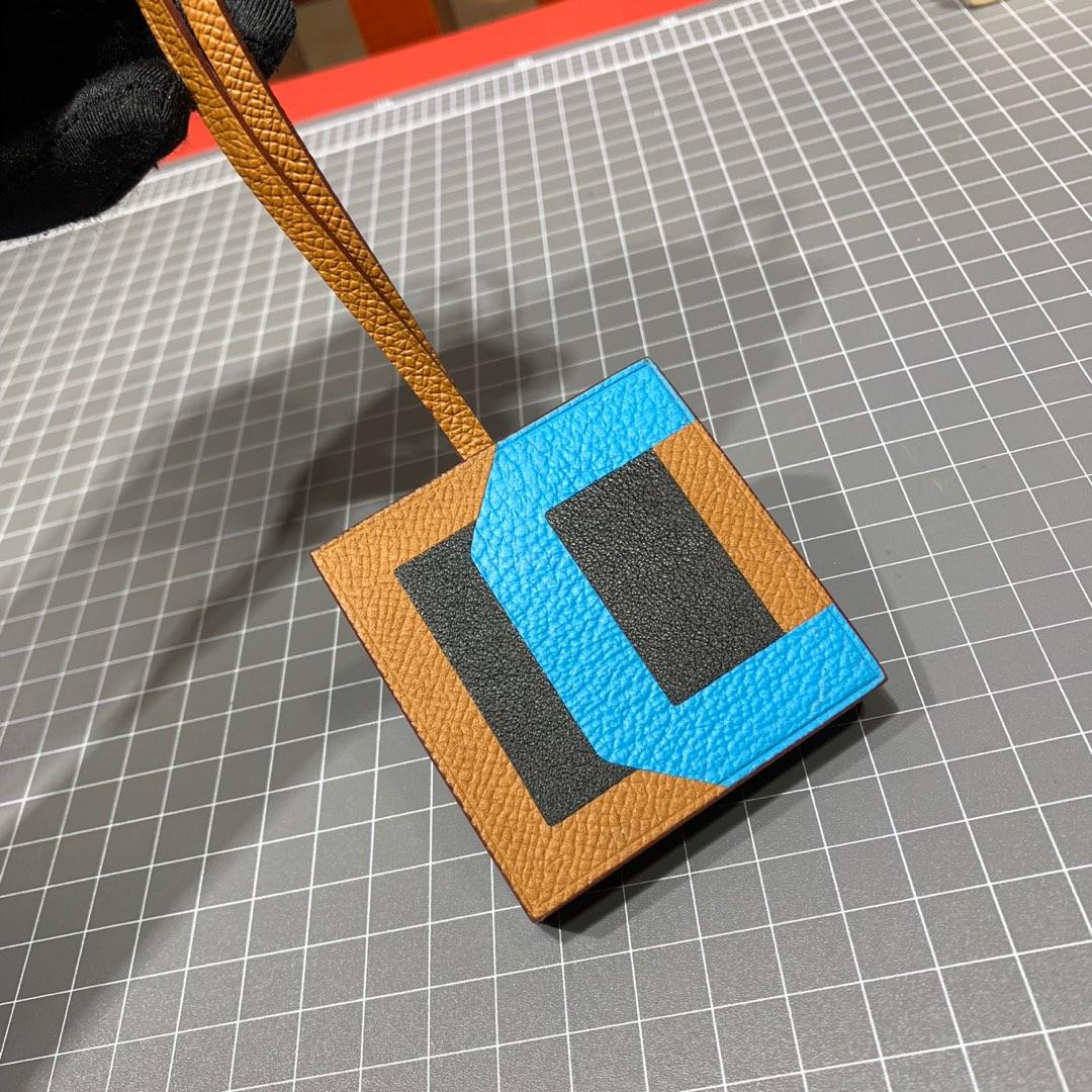 Hermes挂饰批发 爱马仕进口牛皮缝制新款字母挂件拼色款 全套包装