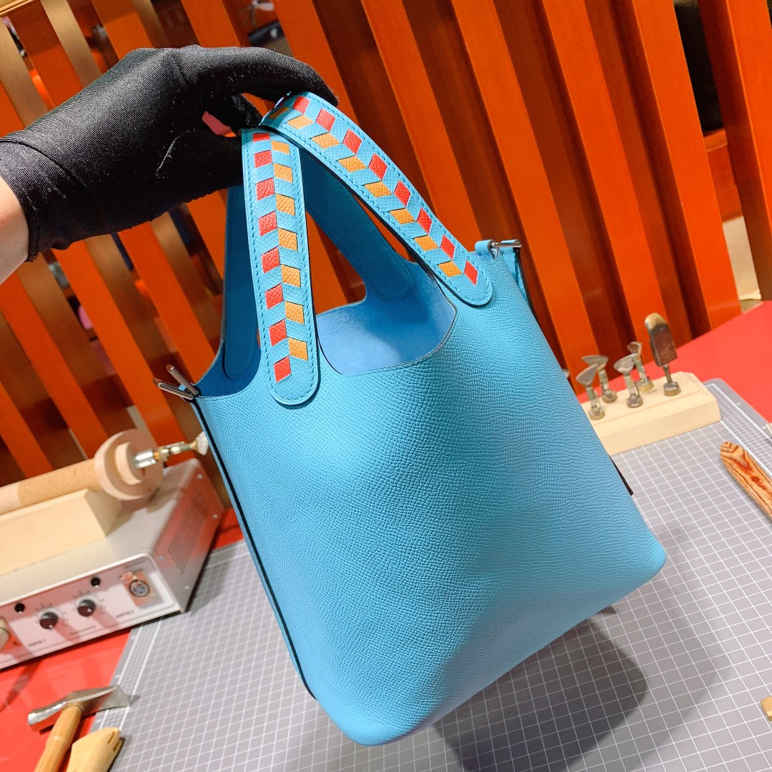 爱马仕菜篮子包价格 Hermes2019新色北方蓝手掌纹牛皮Picotin18CM编织手柄