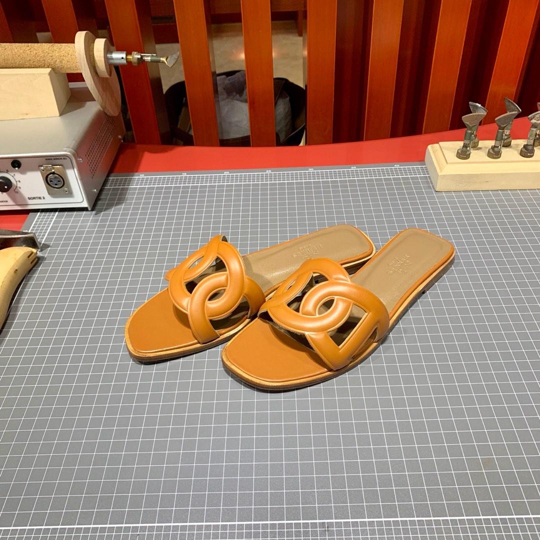 爱马仕猪鼻子拖鞋 Hermes土黄色Swift牛皮女士凉拖鞋34-41码
