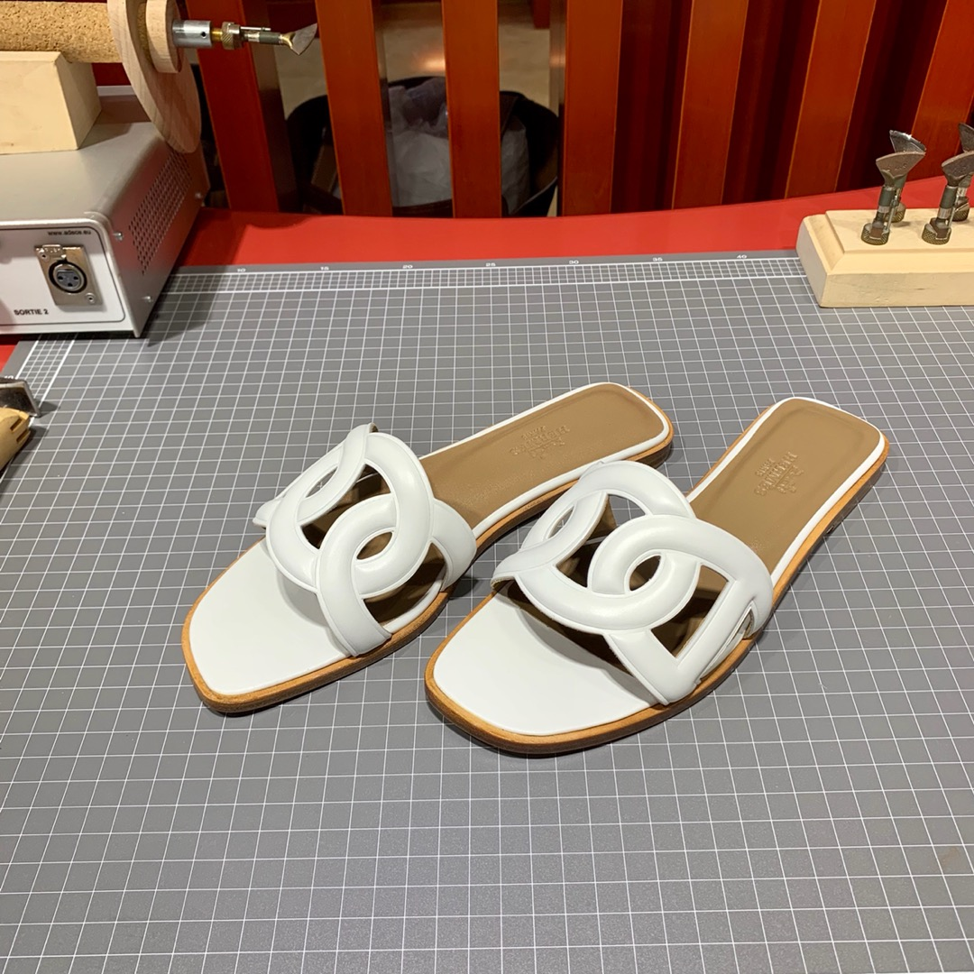 Hermes女士凉鞋 爱马仕原厂Swift牛皮平底猪鼻子拖鞋 白色 34-41码