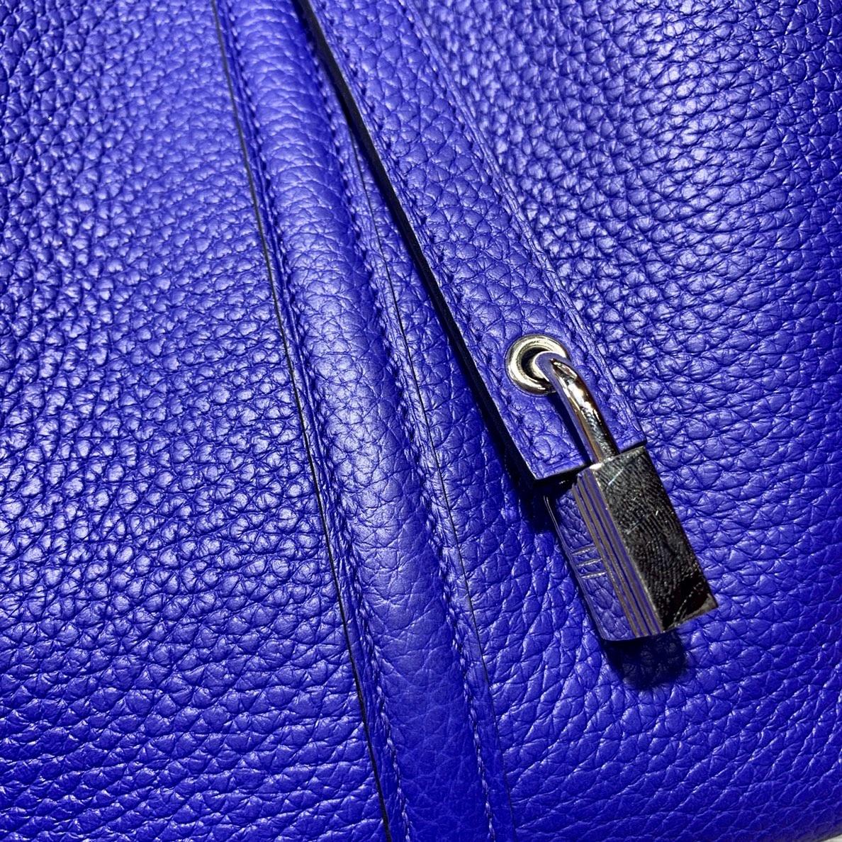 Hermes经典款包包 爱马仕电光蓝Togo皮菜篮子包Picotin22CM 银扣