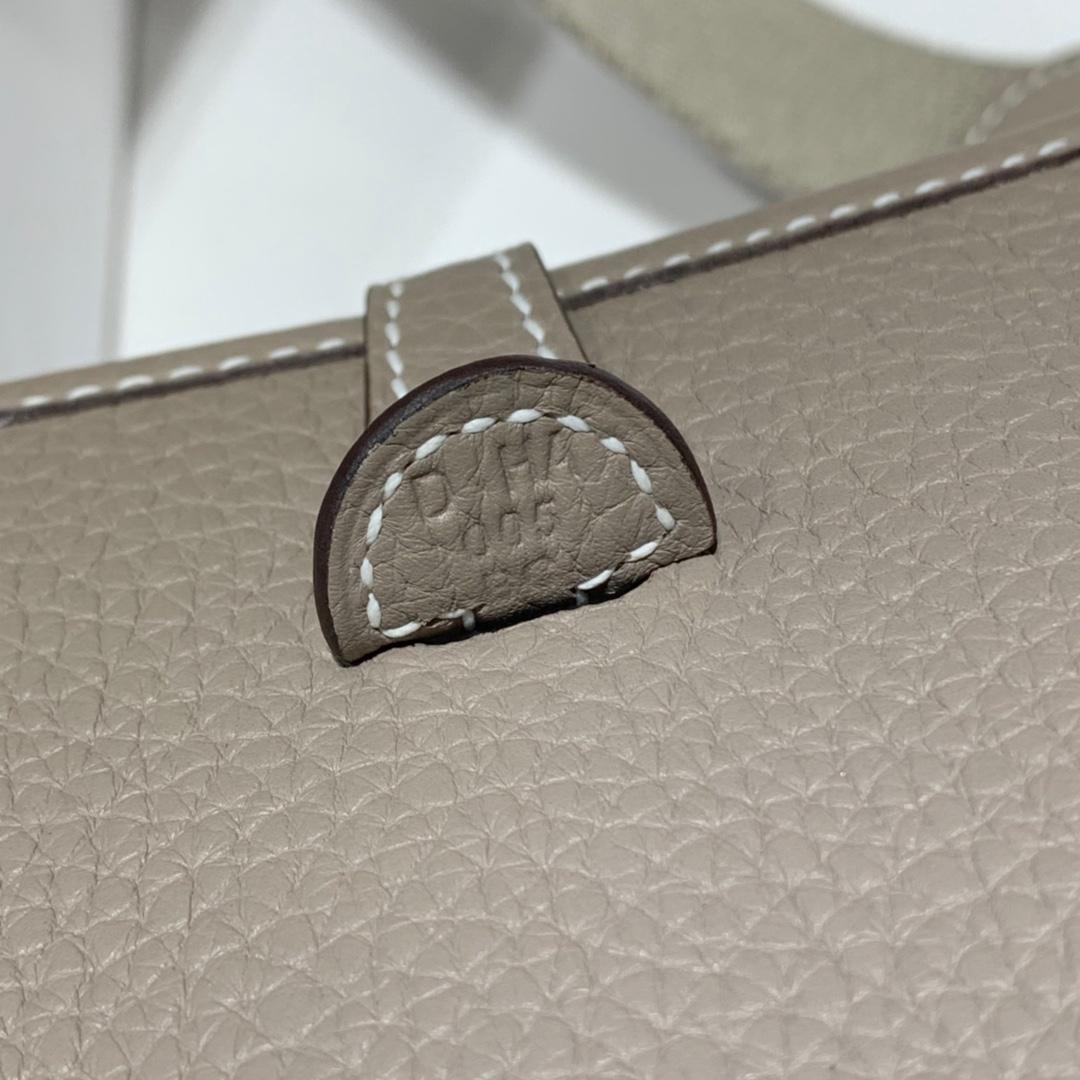 爱马仕女包价格 Hermes Mini Evelyne伊芙林包17CM 沥青灰TC牛皮 银扣
