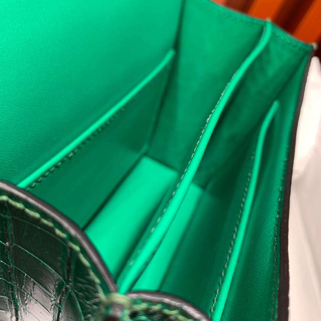 现货 Hermes Constance19CM 爱马仕翠绿色亮光鳄鱼皮空姐包 银扣