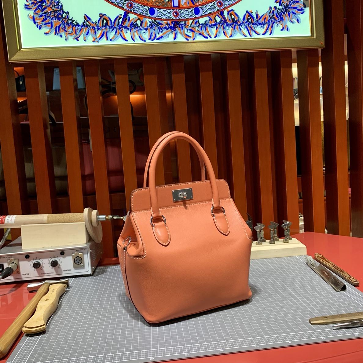 Hermes经典女包 爱马仕Swift皮牛奶包toolbox20cm 龙虾粉 金银扣