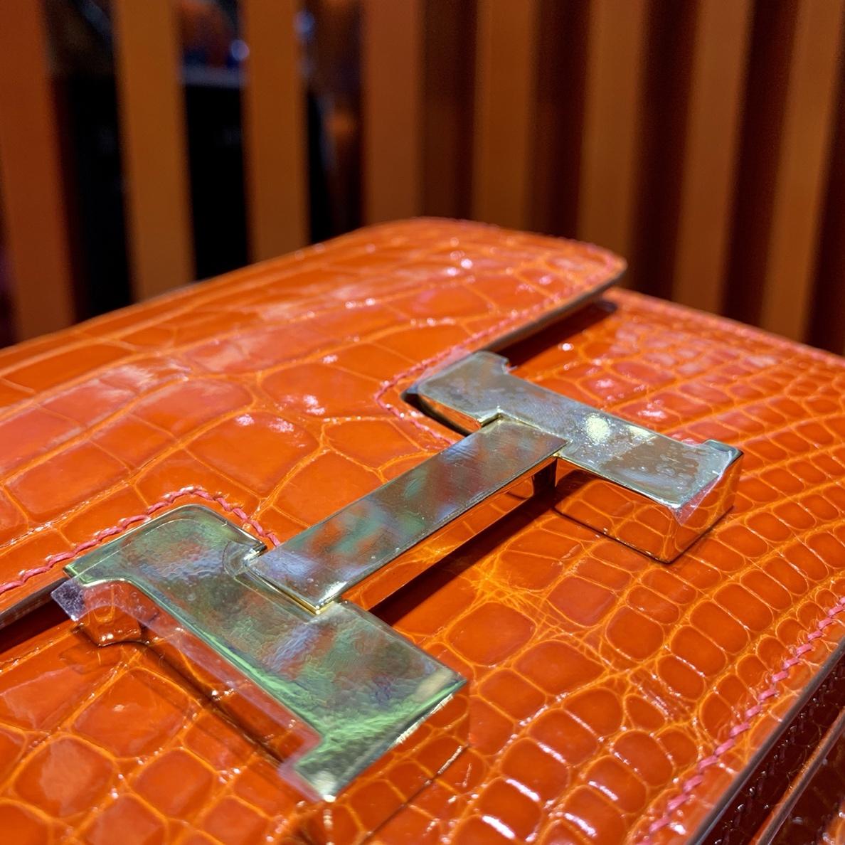现货 爱马仕空姐包价格 Hermes Constance19CM美洲鳄鱼皮 橙色银扣
