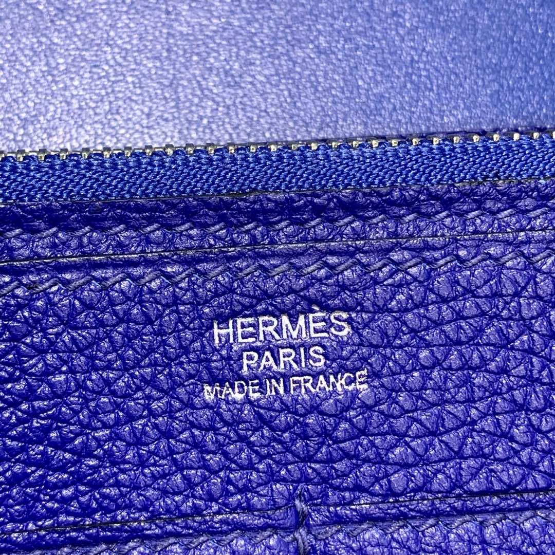 Hermes钱包价格 爱马仕电光蓝Togo牛皮Dogon手包护照本 银扣