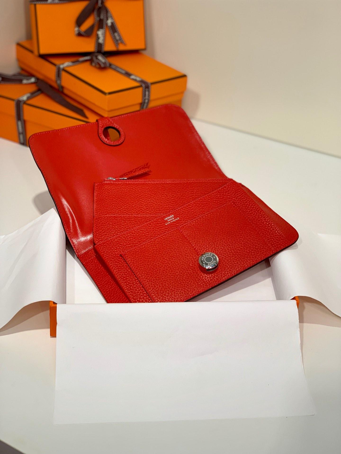 Hermes Dogon 爱马仕大红色进口Togo牛皮Dogon护照本钱包 银扣