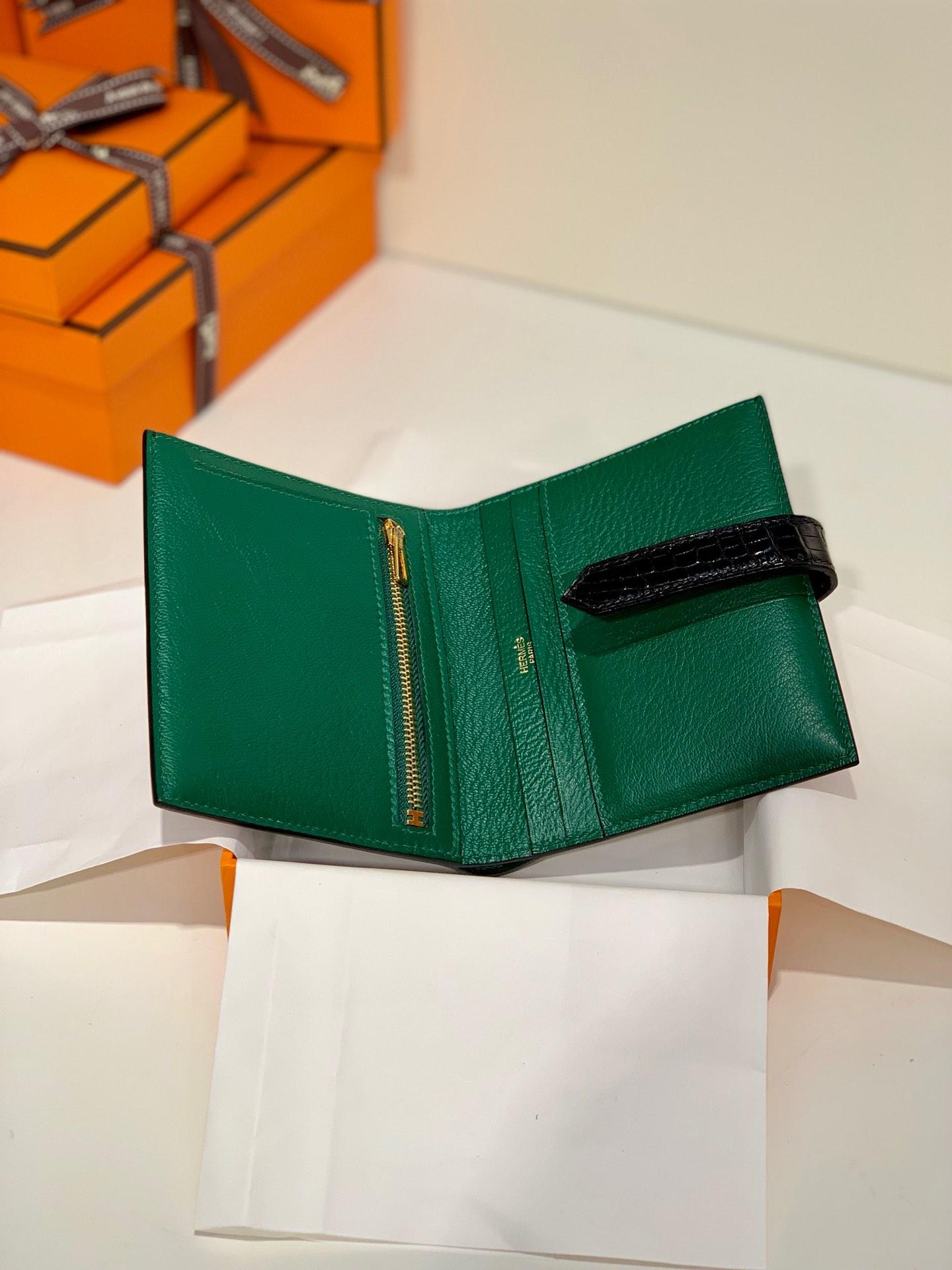 爱马仕Bearn短款钱夹 Hermes黑色鳄鱼皮内拼孔雀绿经典钱包 金扣