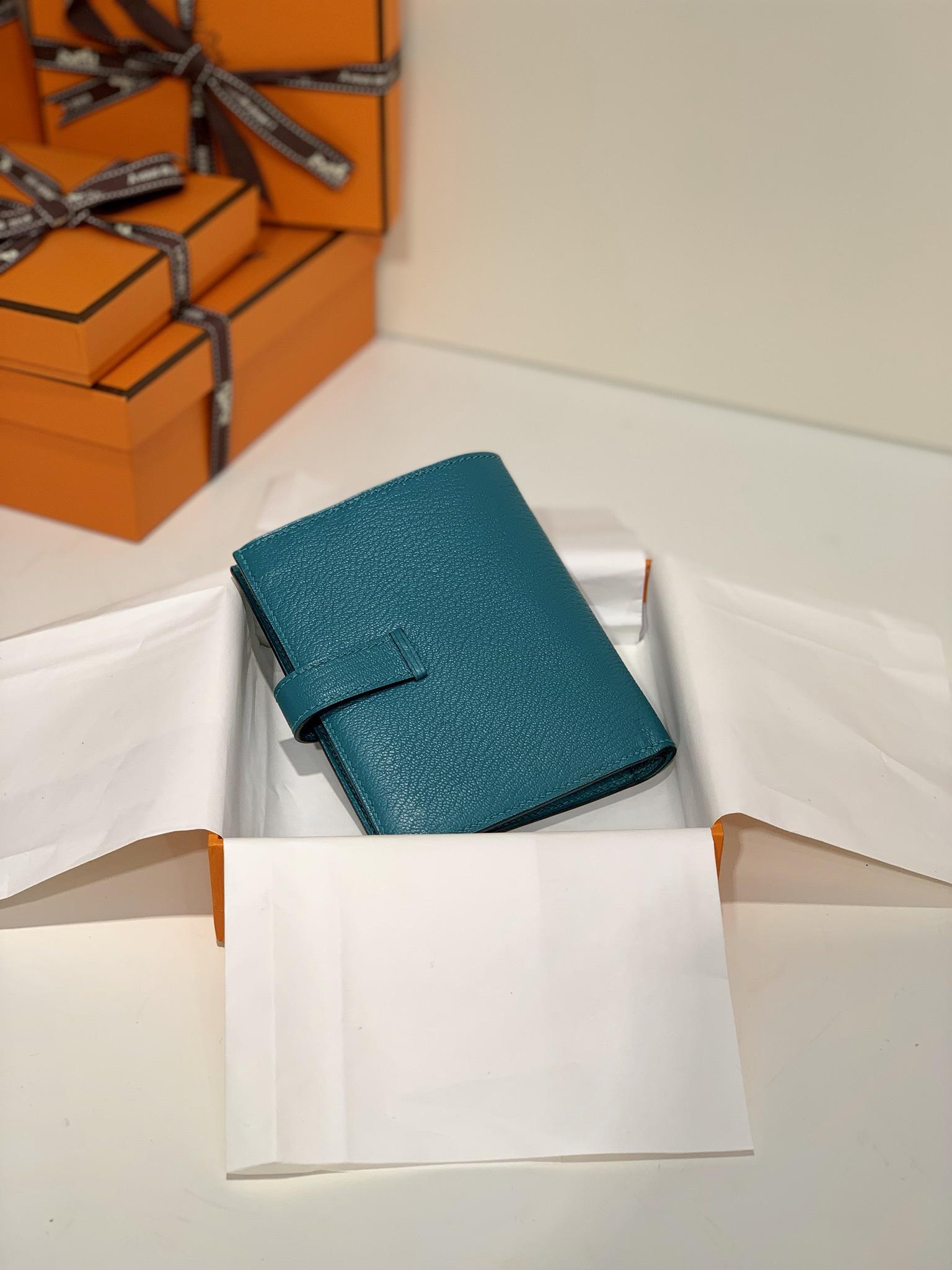 爱马仕经典钱夹 Hermes孔雀蓝进口山羊皮Bearn短款钱包卡包 银扣