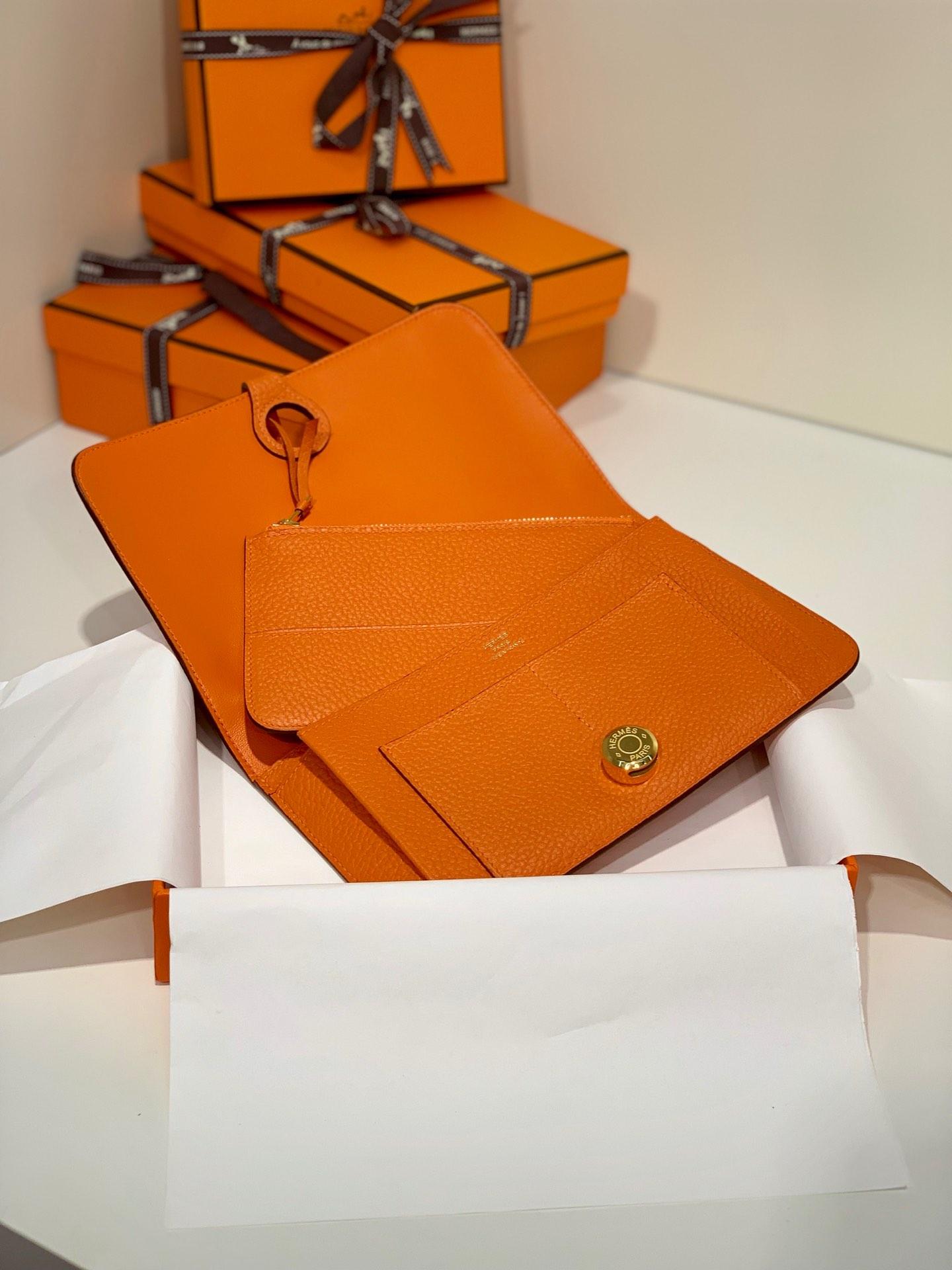 Hermes Dogon护照本 爱马仕橙色Togo牛皮Dogon钱包手包 金扣