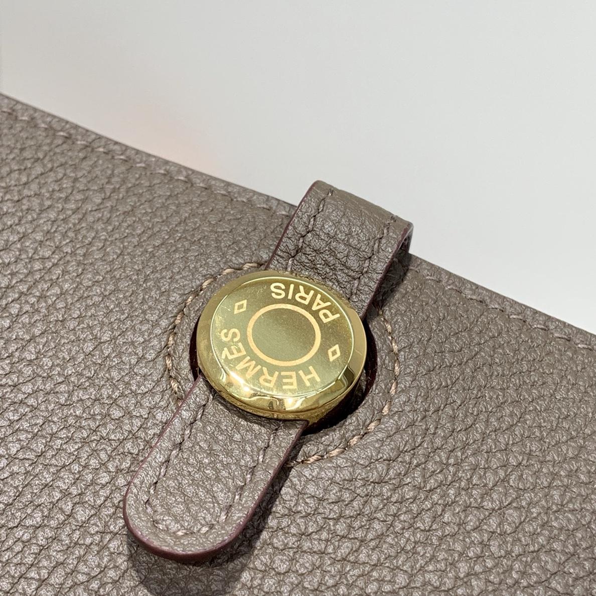Hermes Dogon 爱马仕深大象灰进口Togo牛皮护照本钱夹卡包 金扣