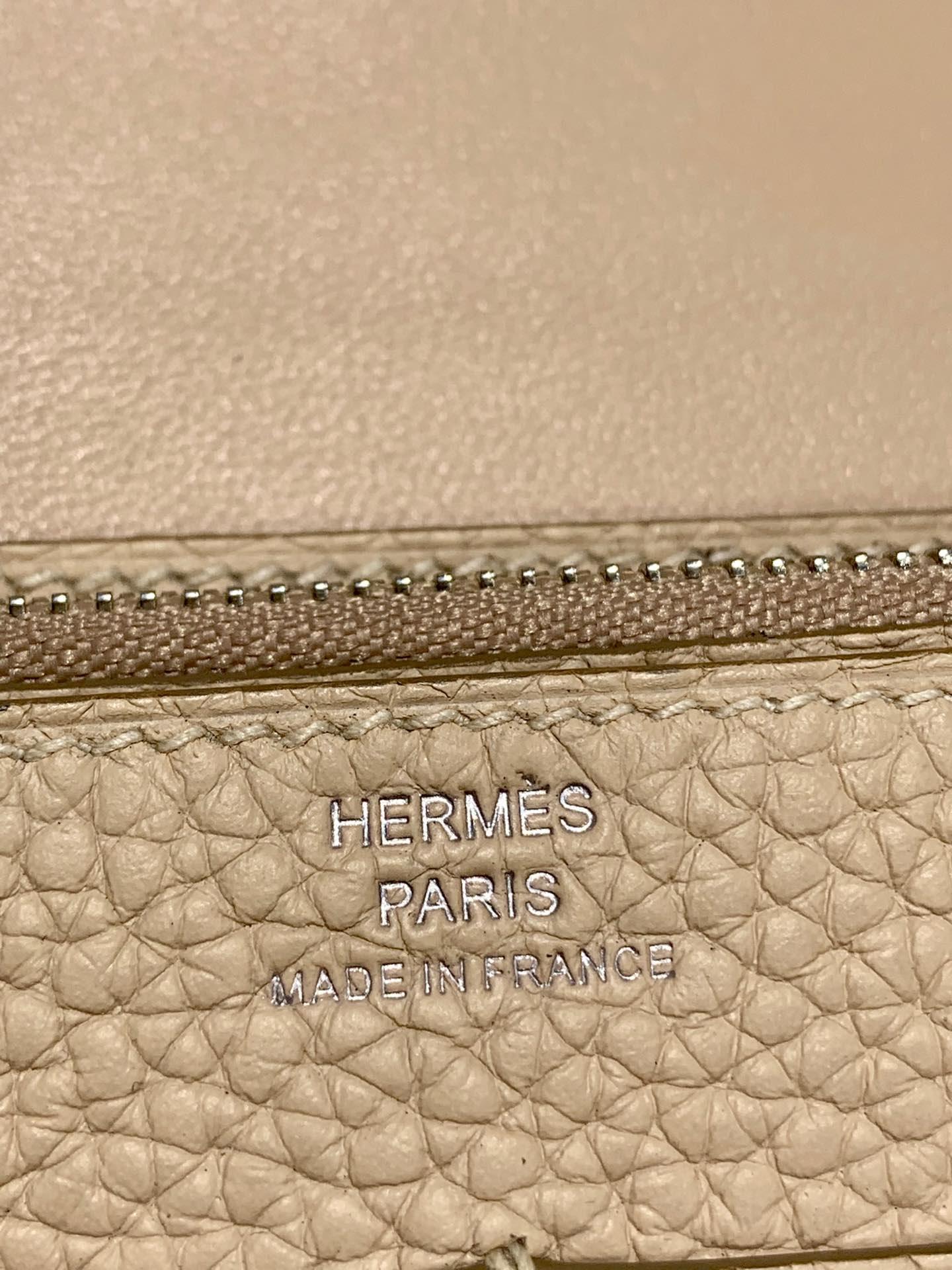 爱马仕Dogon钱夹 Hermes羊毛白进口Togo皮护照本手包 银扣