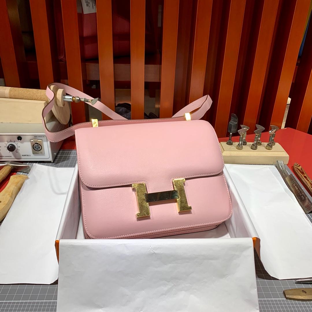 爱马仕空姐包价格 Hermes3Q粉色Swift牛皮Constance24CM斜挎女包 银扣