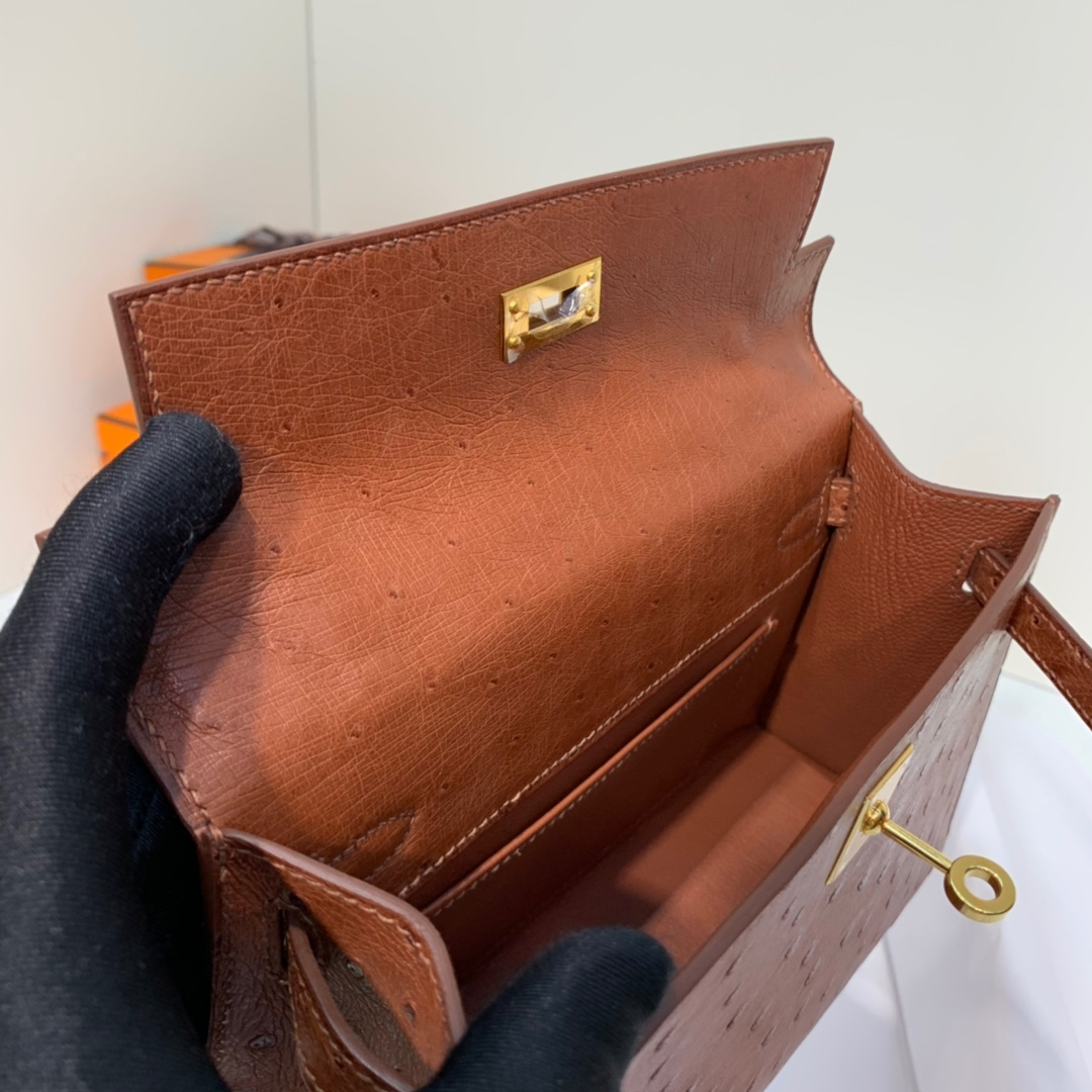爱马仕包包官网 Hermes Minikelly22CM 进口鸵鸟皮迷你凯莉包 古铜色 金扣