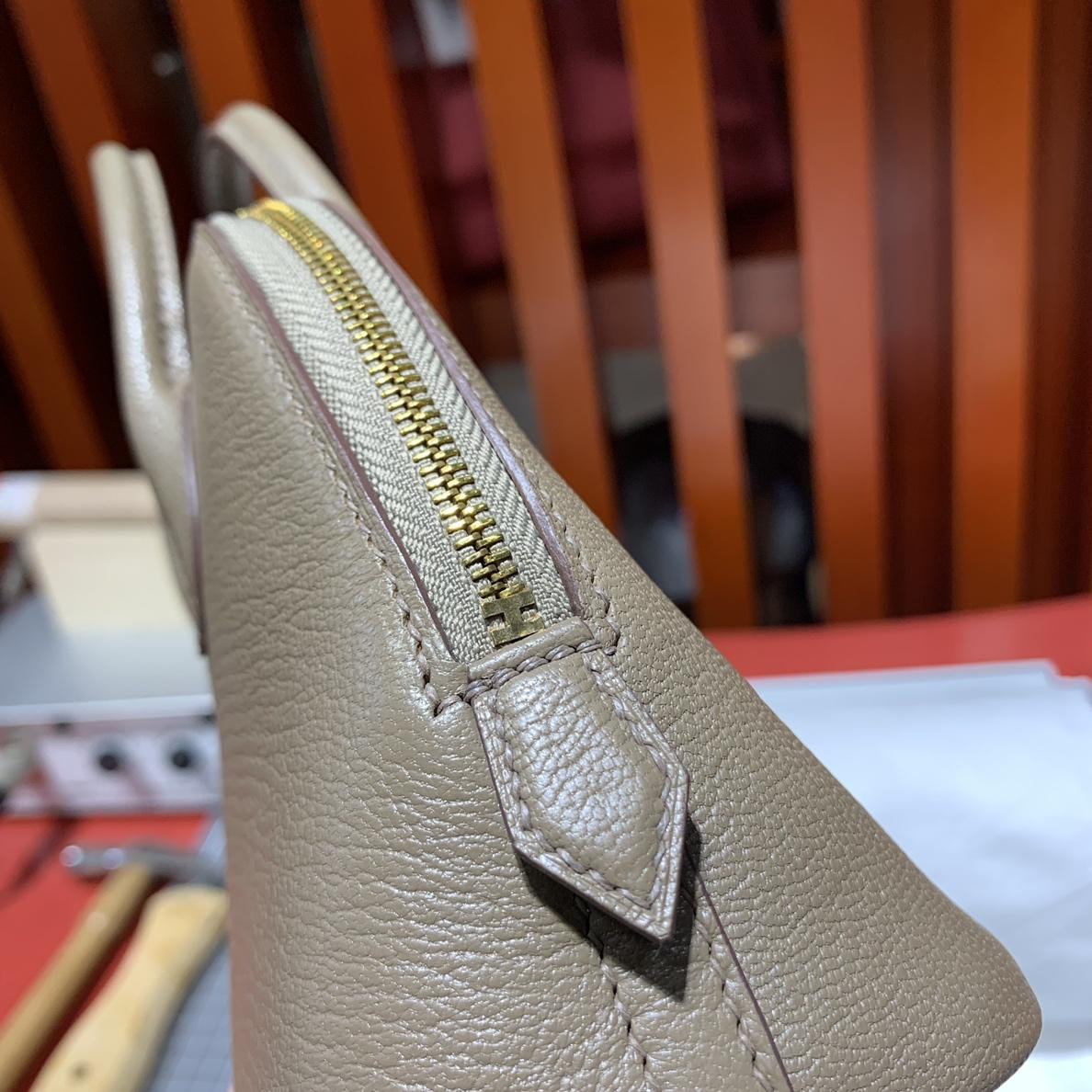 Hermes包包货源 爱马仕大象灰山羊皮迷你保龄球包Mini Bolide18CM 本色线 金扣