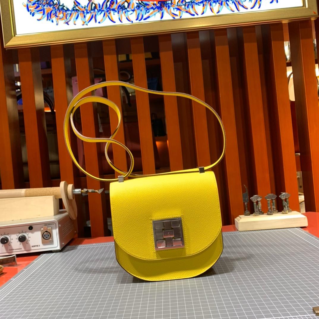 Hermes包包官网 爱马仕手掌纹牛皮马赛克包Mosaique17CM 9D琥珀黄 银扣