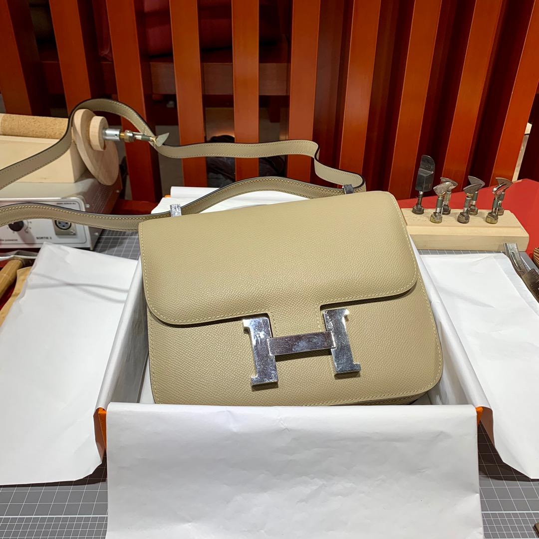 现货 爱马仕空姐包尺寸 Hermes Constance24CM 风衣灰掌纹牛皮 银扣