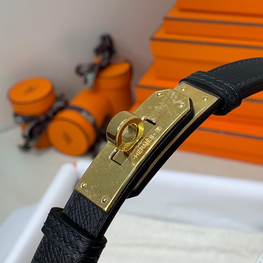 现货 Hermes皮带批发 爱马仕黑色拼纯白Epsom皮Kelly腰带 金扣