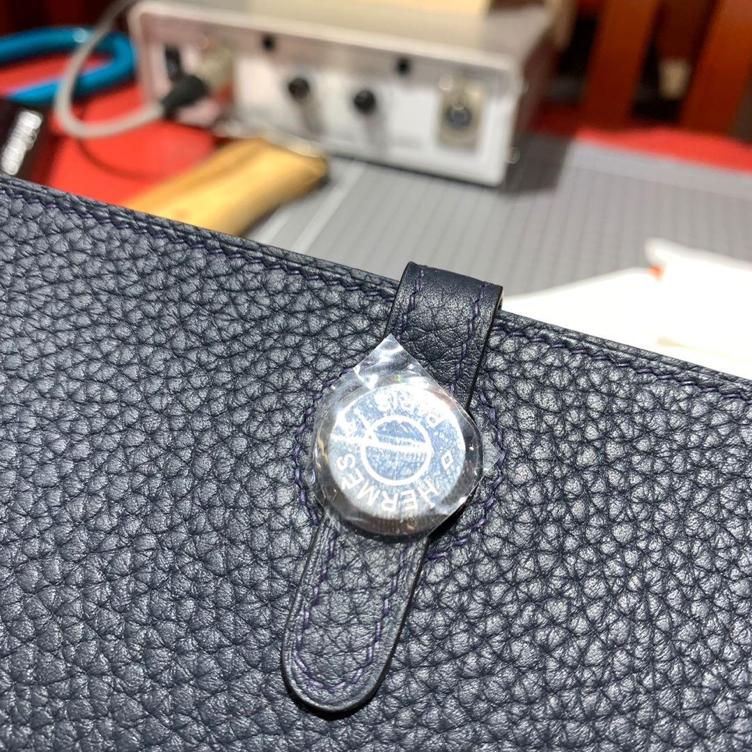现货 Hermes手包批发 爱马仕宝石蓝进口TC皮Dogon护照夹卡包 银扣