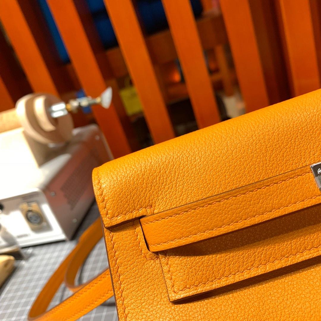 爱马仕Kelly Danse包包 Hermes顶级Evercolor皮9I杏黄色肩背包 银扣