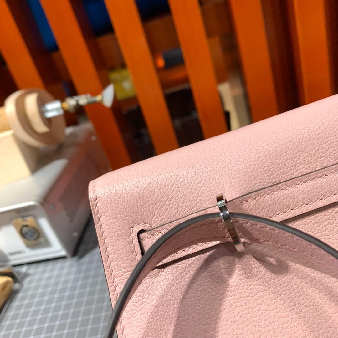 爱马仕包包批发 Hermes Kelly Danse 3Q粉色顶级Evercolor皮双肩包 银扣