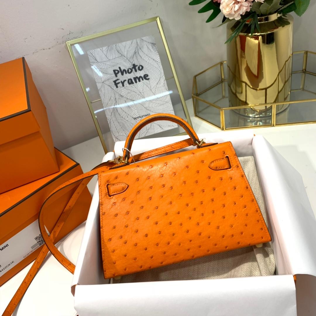 爱马仕鸵鸟皮迷你凯莉包2代 Hermes橙色Minikelly2代手包 金扣